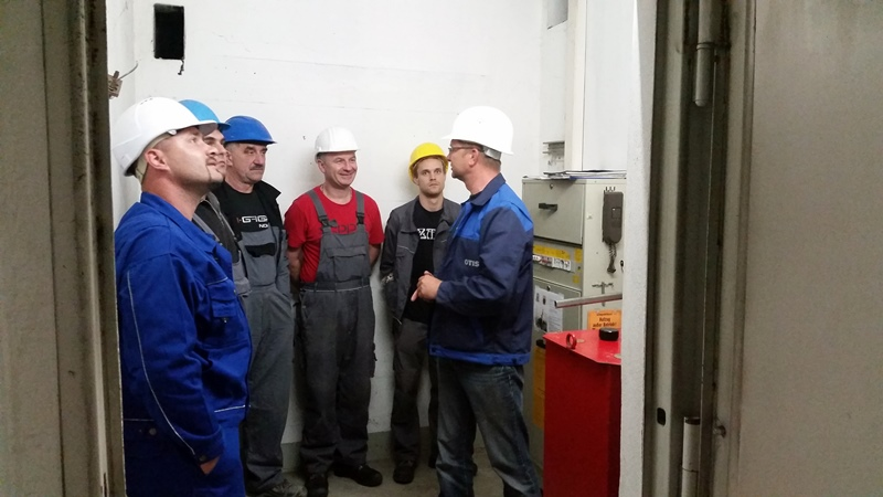TDC Aufzugsmonteure bei OTIS ASU Schulung 13