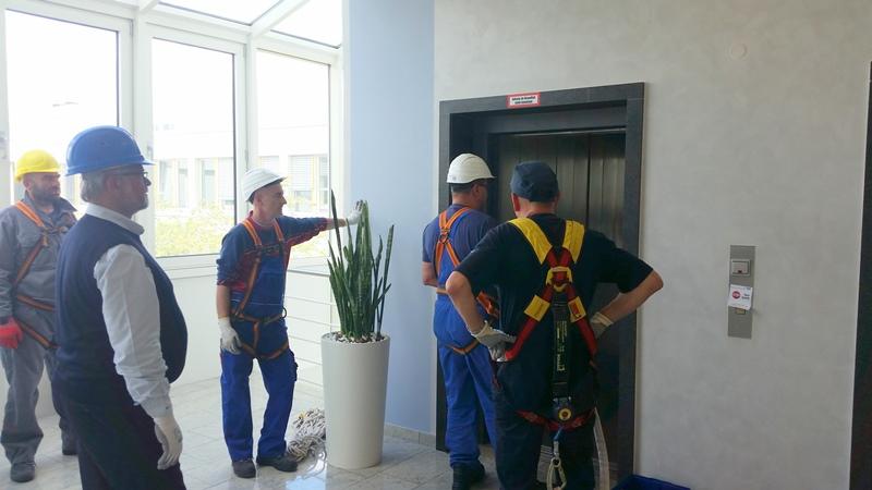 TDC Aufzugsmonteure bei OTIS ASU Schulung 18