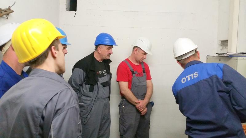 TDC Aufzugsmonteure bei OTIS ASU Schulung 23
