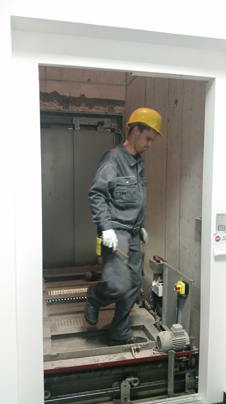 TDC Aufzugsmonteure bei OTIS ASU Schulung 38
