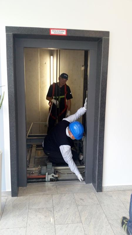 TDC Aufzugsmonteure bei OTIS ASU Schulung 41